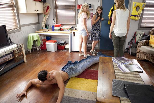 File:Zac falls in his garage.JPG