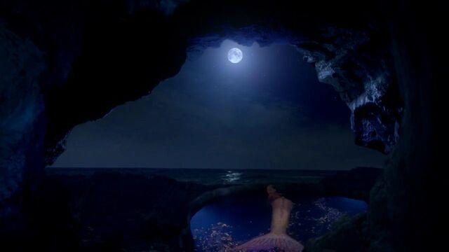 File:Sea Cave in Ireland.jpg