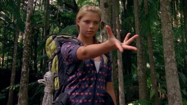 File:Bella Power's Hand Gesture.jpg