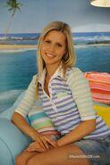 Emma at Cleo's bedroom (decorate season 3)