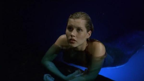 File:Emma Sad in Moon Pool.jpg