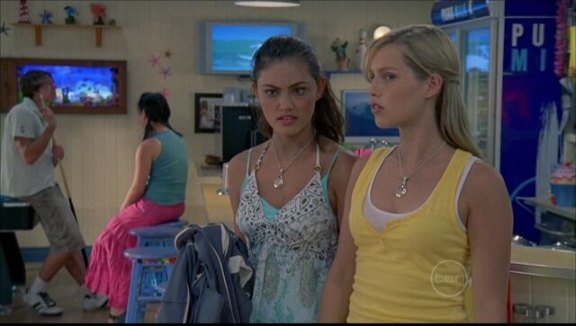 File:Cleo And Emma.jpg
