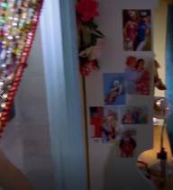 1x17 Cleo's photos in her room