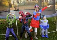 Halloween-costume-ideas-super-heroes-Hulk-Superman-Spiderman-Batman-1-
