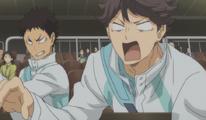Iwaizumi golpea a Oikawa