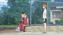 Hinata voit Kenma dans la ruelle