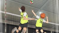 Hinata i azumane wyskakują razem do piłki