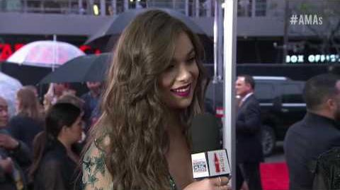 Hailee Steinfeld Red Carpet Interview - AMAs 2016