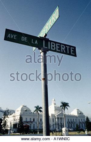 National-palace-port-au-prince-with-the-ironically-named-avenue-de-a1wn0c