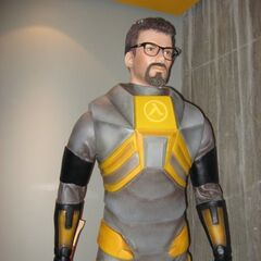 Gordon Freeman statue at Valve, July 2008.