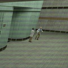 Científico bailando visto a través de la cámara de seguridad en Blue Shift