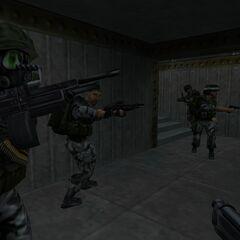 Escuadron de Soldados incluido Shephard utilizando el PCV