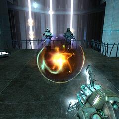 Sosteniendo una Bola de Energía con la Pistola de Energía Oscura