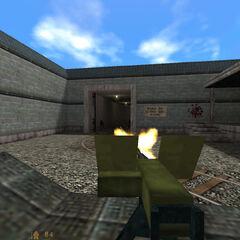 utilizando la Ametralladora M2 contra soldados HECU