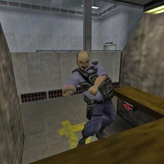 Otis en el campo de tiro intentando alcanzar su pistola