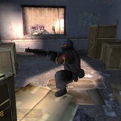 Soldado Combine con una SPAS-12 disparandole a un Zombi