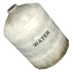 Botellas de agua que se encuentran en las casas  de Rattman.