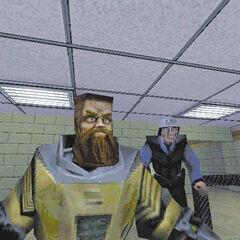 Ivan y un guardia de seguridad con su antiguo modelo