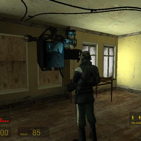 Metrocop mirando un Monitor