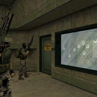 Harold escondido en una habitación de los dos soldados HECU que le dispararon