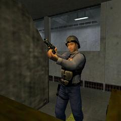Guardia de Seguridad practicando en el campo de tiro en Blue Shift