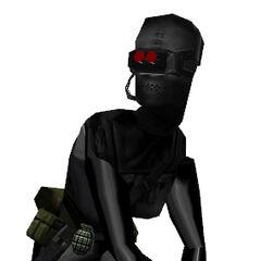Mujer Black Ops agachada