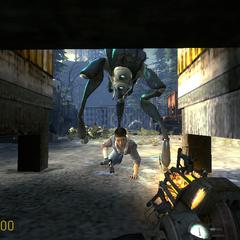 Alyx siendo atacada por un Hunter en Episode Two