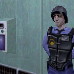 Guardia de Seguridad junto a un escáner
