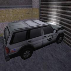 SUV estrellado contra un porton