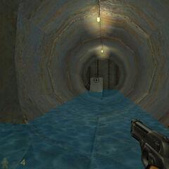 Interior de la alcantarilla, con una válvula que debe activarse para progresar
