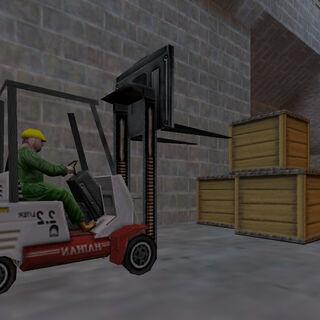 Gus apilando cajas