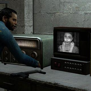 Alyx hablando con Gordon en un TV