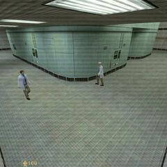 Freeman de camino a buscar su traje visto por una cámara de Seguridad