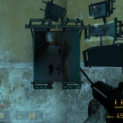 Overwatch Élite tratando de abrir una puerta blindada en el Nexo