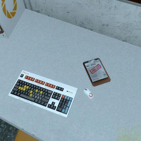 Portapapeles acerca del Sujeto de Pruebas 042 en una oficina