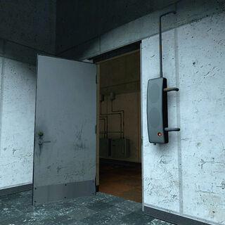 Dispositivo al lado de una puerta en un área de oficinas