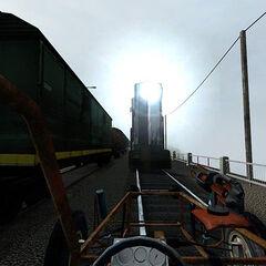 Un tren razor  a punto de embestir al jugador en el puente.