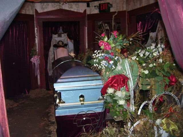 File:Screamhouse 3 Coffin 2.jpg