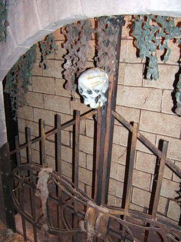 File:Screamhouse 3 Fence.jpg