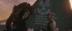 Thel 'Vadam y Terrence Hood en el Memorial de Voi