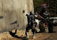 Un ODST enfrentándose a un Brute cacique