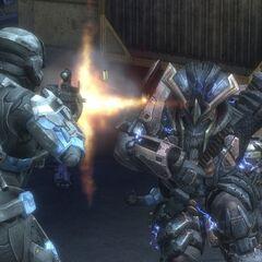 Ein Spartan kämpft gegen einen Brute im neuen Feuergefecht.
