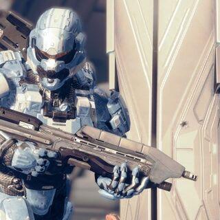 Spartan-IV mit Sturmgewehr