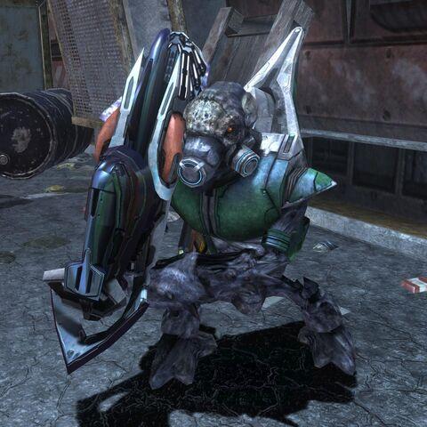 Ein Unggoy Heavy mit einer demontierten Plasmakanone.
