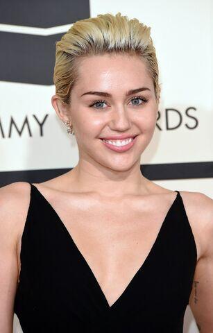File:Miley Cyrus 2015.jpg