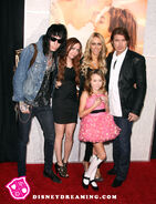 Cyrus-Family-The-Last-Song