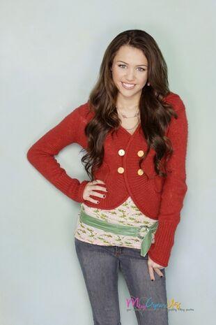 Hannah-Montana-Season-2-Promotional-Photos-HQ-3-hannah-montana-8456102-333-500