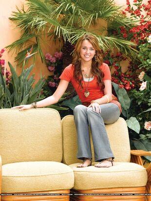 Hannah-Montana-Season-3-Promotional-Photos-3-hannah-montana-8468075-375-500