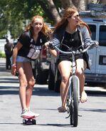 Noah+Cyrus+Noah+Cyrus+Goes+Skateboarding+LA+k-MDPaQdbMUl