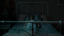 1x01 - Elise en la cama